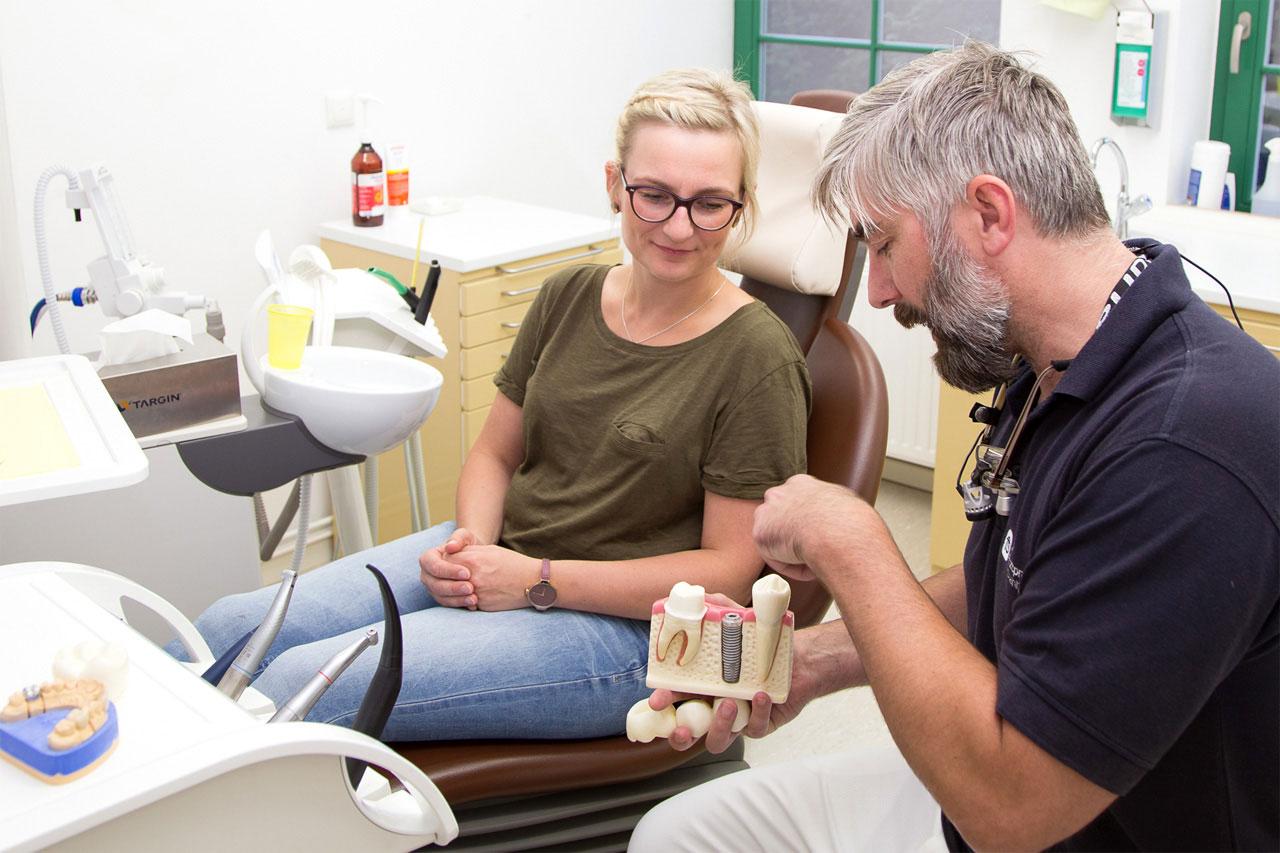 Zahnarztpraxis Frank Stahlfast: Kronen Und Implantate